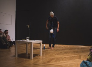 Under pressure, performance by Kamila Wolszczak, phot. Yulia Krivich